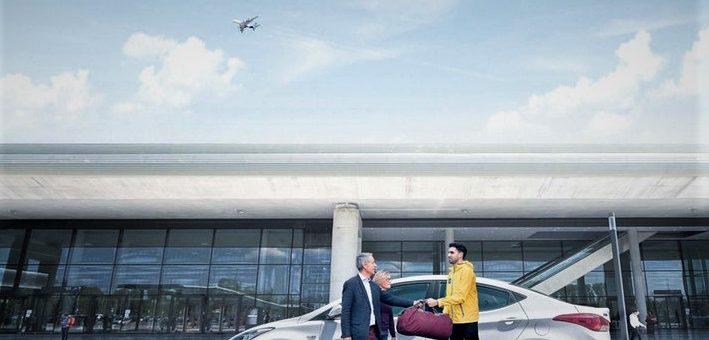 Aller à l'aéroport de Nice : en taxi ou transport en commun ?