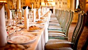 Pour un mariage : optez pour la location de mobilier design